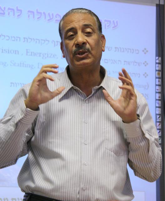 """ד""""ר מוחמד עיסאווי במכללה בבאקה"""